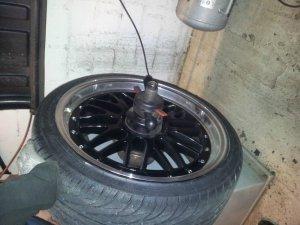 - NoName/Ebay - CSW2 Felge in 8.5x19 ET 35 mit Nankang NS2 Ultra Reifen in 235/35/19 montiert vorn Hier auf einem 3er BMW E46 325i (Touring) Details zum Fahrzeug / Besitzer