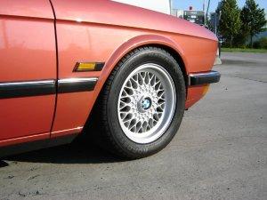 BMW  Felge in 7x15 ET 20 mit Michelin  Reifen in 225/50/15 montiert vorn Hier auf einem 5er BMW E28 535i (Limousine) Details zum Fahrzeug / Besitzer