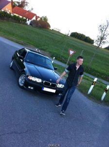BMW_E30_320i