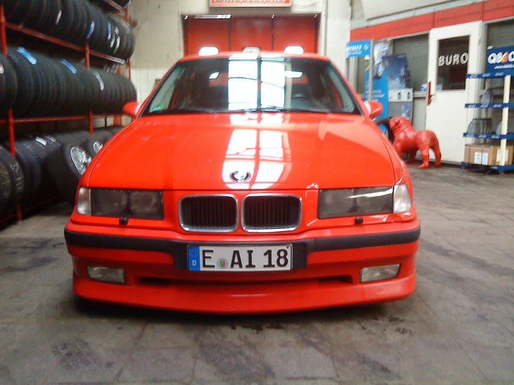 Hellroter Compact - 3er BMW - E36