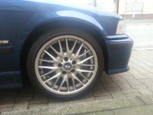 BMW V-Speiche 72 Felge in 8x18 ET 47 mit Bridgestone XXX Reifen in 225/40/18 montiert vorn Hier auf einem 3er BMW E36 320i (Touring) Details zum Fahrzeug / Besitzer