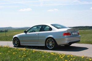 - NoName/Ebay -  Felge in 9.5x18 ET  mit Hankook S1 Evo Reifen in 255/35/18 montiert hinten und mit folgenden Nacharbeiten am Radlauf: gebördelt und gezogen Hier auf einem 3er BMW E46 330i (Coupe) Details zum Fahrzeug / Besitzer