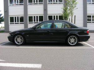 Ronal  Felge in 8x18 ET 20 mit Dunlop SP9000 Reifen in 235/40/18 montiert vorn Hier auf einem 5er BMW E39 540i (Limousine) Details zum Fahrzeug / Besitzer