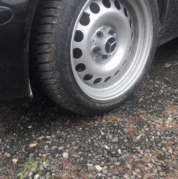 - Eigenbau - Verbreiterte Stahlfelgen Felge in 8.5x17 ET 25 mit Goodyear  Reifen in 245/45/17 montiert vorn mit 7 mm Spurplatten Hier auf einem Fremdfabrikat BMW Mercedes keine Angabe (Kombi) Details zum Fahrzeug / Besitzer