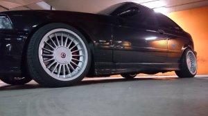 Alpina Classic Felge in 10x17 ET 24 mit Alpina Ventus V12 EvO Reifen in 245/35/17 montiert hinten und mit folgenden Nacharbeiten am Radlauf: gebördelt und gezogen Hier auf einem 3er BMW E36 323ti (Compact) Details zum Fahrzeug / Besitzer