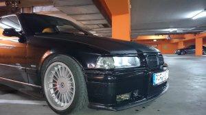 Alpina Classic Felge in 8.5x17 ET 17 mit Hankook Ventus V12 EvO Reifen in 215/45/17 montiert vorn und mit folgenden Nacharbeiten am Radlauf: gebördelt und gezogen Hier auf einem 3er BMW E36 323ti (Compact) Details zum Fahrzeug / Besitzer