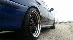 Rial Daytona Race Felge in 11x19 ET 19 mit Goodyear Eagle F1 Asyimmetric 2 Reifen in 285/30/19 montiert hinten Hier auf einem 5er BMW E39 M5 (Limousine) Details zum Fahrzeug / Besitzer