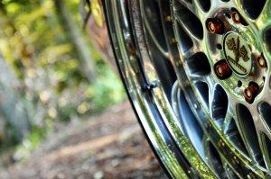 Rial Daytona Race Felge in 10x19 ET -6 mit Toyo T1S Reifen in 255/35/19 montiert vorn und mit folgenden Nacharbeiten am Radlauf: massive Aufweitung Hier auf einem 5er BMW E39 540i (Limousine) Details zum Fahrzeug / Besitzer