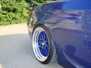 Rial Daytona Race Felge in 10x19 ET 19 mit Hankook V 12 Reifen in 255/30/19 montiert hinten und mit folgenden Nacharbeiten am Radlauf: geb�rdelt und gezogen Hier auf einem 3er BMW E93 335i (Cabrio) Details zum Fahrzeug / Besitzer