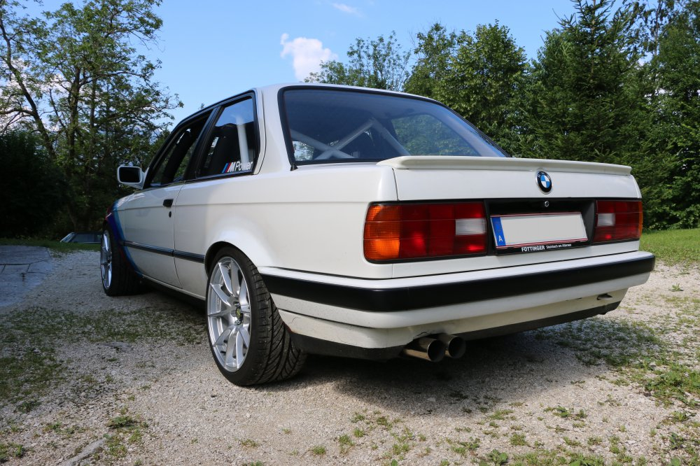 bmw e30 350i rennwagen 3er bmw e30 2 t rer. Black Bedroom Furniture Sets. Home Design Ideas