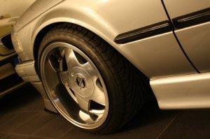 Kerscher Carmona Felge in 9x16 ET 15 mit Toyo Proxes T1S Reifen in 215/40/16 montiert vorn mit 5 mm Spurplatten und mit folgenden Nacharbeiten am Radlauf: Kanten gebördelt Hier auf einem 3er BMW E30 318i (2-Türer) Details zum Fahrzeug / Besitzer