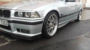 Rial  Felge in 8.5x18 ET 35 mit Maxxis  Reifen in 225/40/18 montiert vorn mit 20 mm Spurplatten und mit folgenden Nacharbeiten am Radlauf: geb�rdelt und gezogen Hier auf einem 3er BMW E36 328i (Coupe) Details zum Fahrzeug / Besitzer