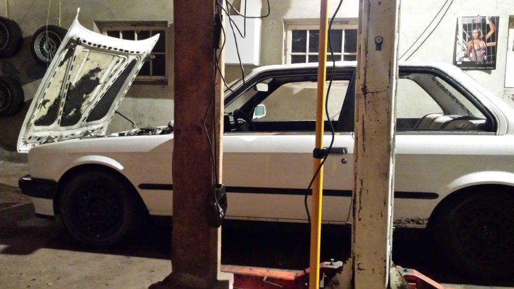 e30 328i TH Line LOW STANCE<AkSociety - 3er BMW - E30