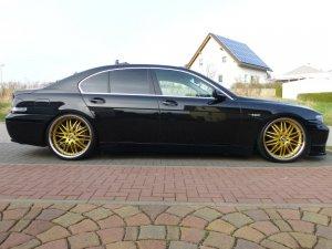 royal wheels  Felge in 9.5x22 ET 45 mit Continental Sport Contact Reifen in 255/35/22 montiert vorn mit 30 mm Spurplatten Hier auf einem 7er BMW E65 745i (Limousine) Details zum Fahrzeug / Besitzer