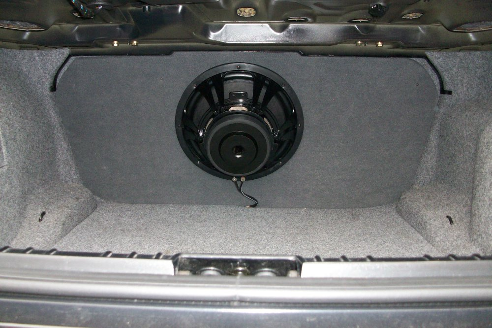 endstufe einbauen f r jl subwoofer car audio einbau. Black Bedroom Furniture Sets. Home Design Ideas