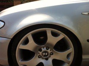 BMW X5 Y Speiche Felge in 10x19 ET 50 mit Continental sport contact Reifen in 235/35/19 montiert hinten mit 5 mm Spurplatten und mit folgenden Nacharbeiten am Radlauf: gebördelt und gezogen Hier auf einem 3er BMW E46 325i (Touring) Details zum Fahrzeug / Besitzer