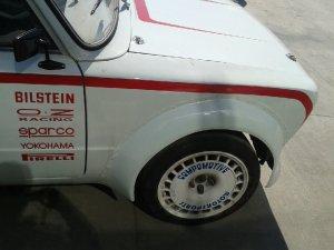 - NoName/Ebay - Compomotive Felge in 7.5x16 ET  mit Yokohama Slick Reifen in 195/50/16 montiert vorn mit 35 mm Spurplatten und mit folgenden Nacharbeiten am Radlauf: massive Aufweitung Hier auf einem Fremdfabrikat BMW keine Angabe keine Angabe (Limousine) Details zum Fahrzeug / Besitzer