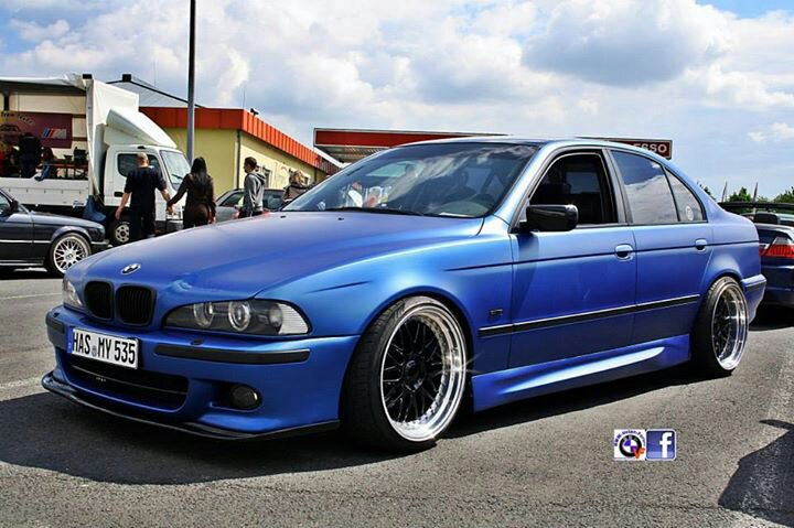 bmw e39 v8 mattblau 5er bmw e39 limousine tuning fotos bilder stories. Black Bedroom Furniture Sets. Home Design Ideas