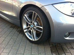 BMW M Doppelspeiche 261 Felge in 7.5x18 ET  mit Bridgestone Potenza Reifen in 215/40/18 montiert vorn Hier auf einem 1er BMW E81 118d (3-Türer) Details zum Fahrzeug / Besitzer
