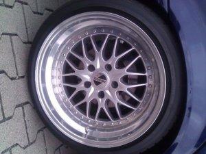 Kerscher KCS Felge in 9x18 ET 22 mit Dunlop SP Sport Maxx TT Reifen in 225/40/18 montiert hinten und mit folgenden Nacharbeiten am Radlauf: gebördelt und gezogen Hier auf einem 3er BMW E36 323i (Touring) Details zum Fahrzeug / Besitzer