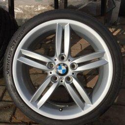 BMW Styling 208 M Doppelspeiche Felge in 7.5x18 ET 49 mit Hankook Venus S1 Evo 2 Reifen in 215/40/18 montiert vorn mit 10 mm Spurplatten Hier auf einem 1er BMW E81 118d (3-Türer) Details zum Fahrzeug / Besitzer