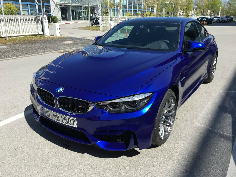 bmw m4 lci individual san marino blau metallic www bmw. Black Bedroom Furniture Sets. Home Design Ideas