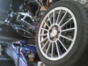 Autec  Felge in 7.5x17 ET  mit - Eigenbau -  Reifen in 215/45/17 montiert vorn und mit folgenden Nacharbeiten am Radlauf: gebördelt und gezogen Hier auf einem 3er BMW E36 320i (Coupe) Details zum Fahrzeug / Besitzer