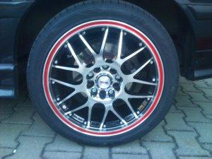 - NoName/Ebay - Platin P61 Schwarz poliert Felge in 8x17 ET 34 mit Hankook Hankook V12 EVO Reifen in 235/40/17 montiert hinten Hier auf einem 3er BMW E36 318is (Coupe) Details zum Fahrzeug / Besitzer