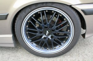 Proline (PLW)  Felge in 8.5x17 ET  mit Maxxis  Reifen in 215/45/17 montiert vorn mit 15 mm Spurplatten Hier auf einem 3er BMW E36 318ti (Compact) Details zum Fahrzeug / Besitzer