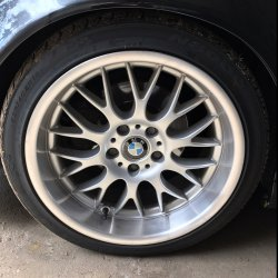 ROD  Felge in 8.5x18 ET 13 mit Nexen N9000 Reifen in 235/40/18 montiert vorn und mit folgenden Nacharbeiten am Radlauf: Kanten gebördelt Hier auf einem 5er BMW E34 530i (Limousine) Details zum Fahrzeug / Besitzer