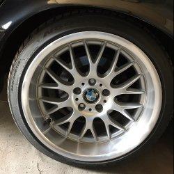 ROD  Felge in 10x18 ET 19 mit Nexen N9000 Reifen in 265/35/18 montiert hinten mit 20 mm Spurplatten und mit folgenden Nacharbeiten am Radlauf: Kanten gebördelt Hier auf einem 5er BMW E34 530i (Limousine) Details zum Fahrzeug / Besitzer