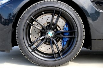 BMW M V-Speiche 641 Felge in 8.5x19 ET 27 mit Continental Winter Contact TS830P* Reifen in 255/35/19 montiert vorn Hier auf einem 4er BMW F82 M4 (Coupe) Details zum Fahrzeug / Besitzer