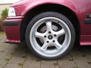 AEZ J 807.OY.30 Felge in 8x17 ET 30 mit kumho KU31 SPT ECSTA XL Reifen in 215/40/17 montiert vorn Hier auf einem 3er BMW E36 316i (Compact) Details zum Fahrzeug / Besitzer