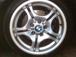 BMW M Doppelspeiche Felge in 7.5x17 ET 50 mit Falken EUROWINTER Reifen in 205/50/17 montiert vorn mit 12 mm Spurplatten Hier auf einem 3er BMW E46 330d (Touring) Details zum Fahrzeug / Besitzer