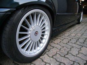 Alpina  Felge in 8x17 ET 41 mit Hankook  Reifen in 225/45/17 montiert hinten und mit folgenden Nacharbeiten am Radlauf: Kanten gebördelt Hier auf einem 3er BMW E36 320i (Limousine) Details zum Fahrzeug / Besitzer