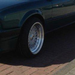 - NoName/Ebay - Lenso bsx Felge in 9x16 ET 20 mit Hankook  Reifen in 215/40/16 montiert vorn mit 15 mm Spurplatten und mit folgenden Nacharbeiten am Radlauf: Kanten gebördelt Hier auf einem 3er BMW E30 325i (Cabrio) Details zum Fahrzeug / Besitzer