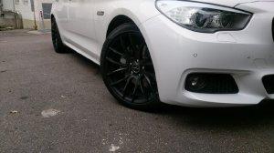Breyton Race GTS Matt Black Felge in 8.5x20 ET 35 mit Pirelli P Zero Reifen in 245/40/20 montiert vorn mit 15 mm Spurplatten Hier auf einem 5er BMW F07 530d (Gran Turismo) Details zum Fahrzeug / Besitzer