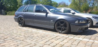 Ronal R41 Felge in 8x18 ET 15 mit Uniroyal RainSport 3 Reifen in 235/40/18 montiert vorn mit folgenden Nacharbeiten am Radlauf: Kanten gebördelt Hier auf einem 5er BMW E39 528i (Touring) Details zum Fahrzeug / Besitzer