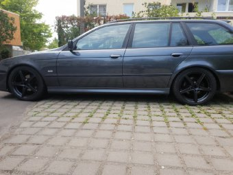 Ronal B41 Felge in 8x18 ET 15 mit Uniroyal rainSport 3 Reifen in 235/40/18 montiert hinten mit folgenden Nacharbeiten am Radlauf: Kanten gebördelt Hier auf einem 5er BMW E39 528i (Touring) Details zum Fahrzeug / Besitzer