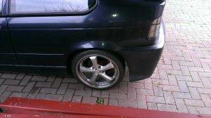 - NoName/Ebay -  Felge in 7.5x18 ET 35 mit - NoName/Ebay -  Reifen in 225/35/18 montiert hinten mit folgenden Nacharbeiten am Radlauf: gebördelt und gezogen Hier auf einem 3er BMW E36 323ti (Compact) Details zum Fahrzeug / Besitzer