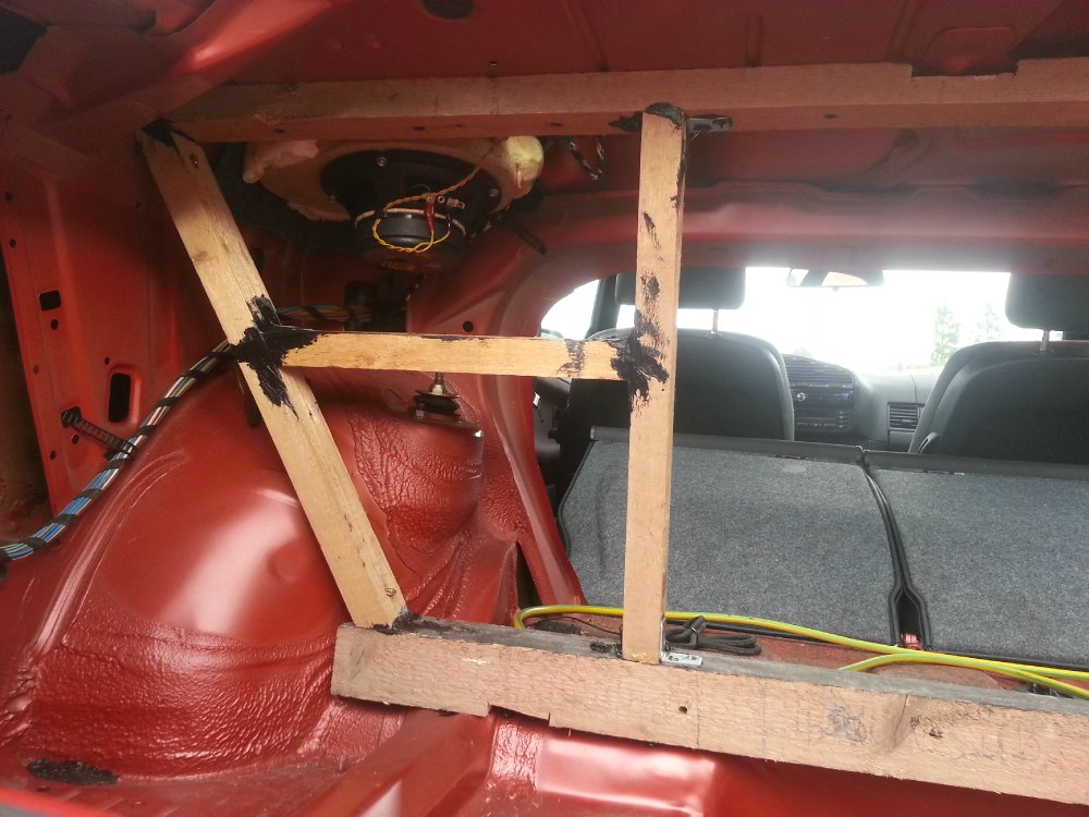 Free Air Subwoofer im E36 Coupe - Fotos von CarHifi & Multimedia Einbauten