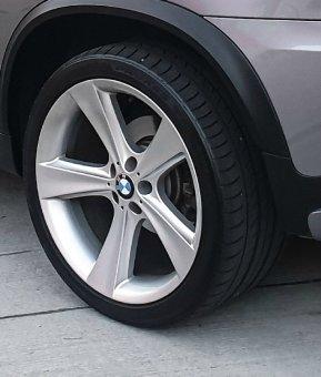 BMW Style128 Felge in 11.5x21 ET 42 mit Toyo  Reifen in 325/30/21 montiert hinten Hier auf einem X5 BMW E70 3.0d (SAV) Details zum Fahrzeug / Besitzer