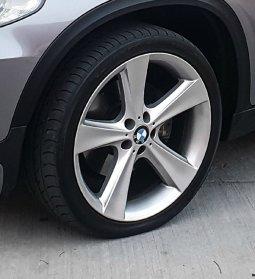 BMW Style 128 Felge in 10x21 ET 40 mit Toyo  Reifen in 285/35/21 montiert vorn Hier auf einem X5 BMW E70 3.0d (SAV) Details zum Fahrzeug / Besitzer