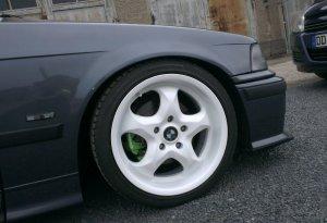 Rial Imola Felge in 8x17 ET 35 mit Continental Barum Bravius Reifen in 215/40/17 montiert vorn mit 15 mm Spurplatten Hier auf einem 3er BMW E36 323ti (Compact) Details zum Fahrzeug / Besitzer
