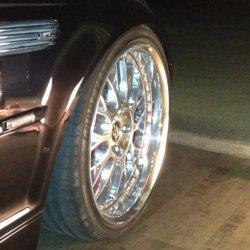 Work VS XX Felge in 9x19 ET 28 mit Goodyear Goodyear Eagle F1 Reifen in 235/35/19 montiert vorn mit 5 mm Spurplatten und mit folgenden Nacharbeiten am Radlauf: Kanten gebördelt Hier auf einem 3er BMW E46 M3 (Cabrio) Details zum Fahrzeug / Besitzer