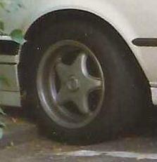 - NoName/Ebay - Centra Felge in 7x15 ET 37 mit Dunlop SP2000 Reifen in 205/50/15 montiert vorn Hier auf einem 3er BMW E30 318i (4-Türer) Details zum Fahrzeug / Besitzer