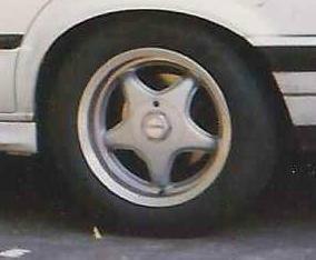 - NoName/Ebay - Centra Felge in 7x15 ET 37 mit Dunlop SP2000 Reifen in 205/50/15 montiert hinten Hier auf einem 3er BMW E30 318i (4-Türer) Details zum Fahrzeug / Besitzer
