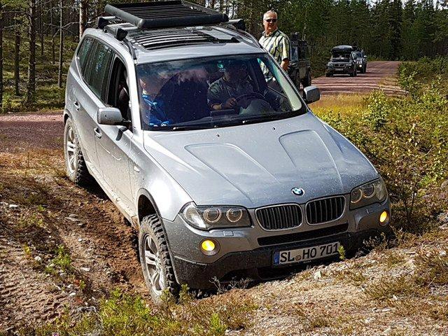 Modified X3 mit 42 Zoll auf dem Dach - BMW X1, X3, X5, X6