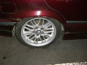- NoName/Ebay - M5 E39 Style Felge in 8x17 ET 40 mit Continental ContiSportContact 3 Reifen in 225/45/17 montiert hinten Hier auf einem 3er BMW E36 323i (Limousine) Details zum Fahrzeug / Besitzer