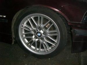 - NoName/Ebay - E39 M5 Style Felge in 8x17 ET 40 mit Continental ContiSportContact 3 Reifen in 225/45/17 montiert vorn Hier auf einem 3er BMW E36 323i (Limousine) Details zum Fahrzeug / Besitzer
